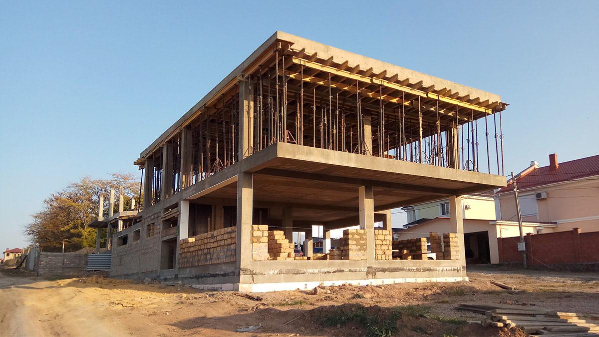 Строительство современного дома с плоской кровлей в Крыму